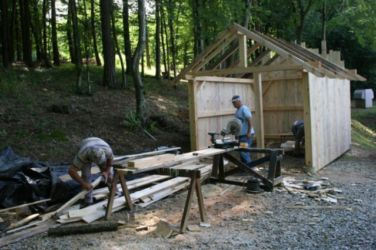 Projekt Aqualutra: za orodje smo potrebovali lopo iz lesa.
