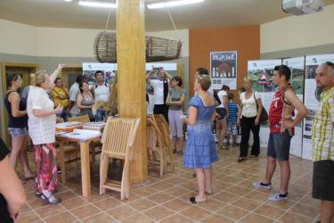 V vidrinem centru so dobrodošli tudi tujci. Na fotografiji so gostje iz Rumunije.